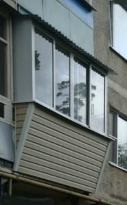 Остекление балкона алюминием, сайдинг снаружи, вынос рамы