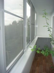 Остекление балкона алюминием, полная отделка балкона