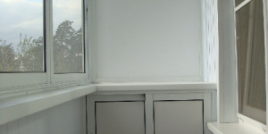 Раздвижной алюминиевый шкаф на балкон