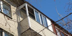 Остекление балкона алюминием, крыша, сайдинг
