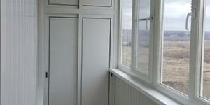 Комплексная отделка лоджии, установка светильников, алюминиевый раздвижной шкаф