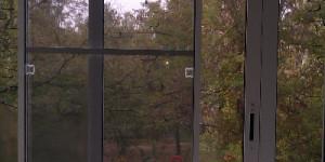 Остекление балкона алюминием, раздвижная москитная сетка