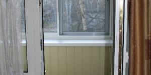Остекление алюминием и отделка балкона вагонкой ПВХ