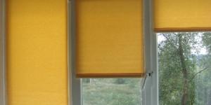Рулонные шторы на трехстворчатом окне