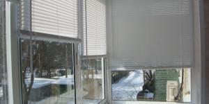 Установка жалюзи на балконе остекление алюминием